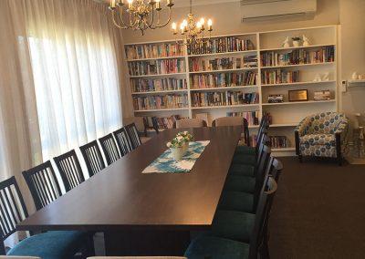 interior-design-mornington-peninsula-library-and-communal-table